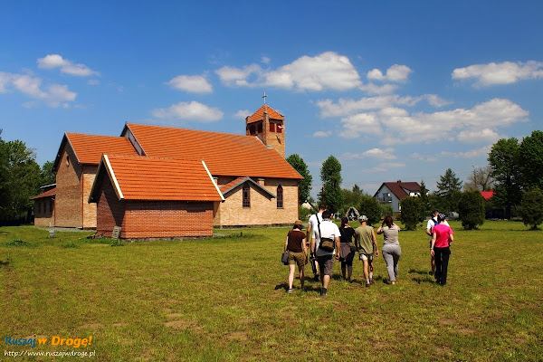 wycieczka przez kościołem w Tujsku