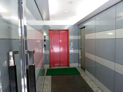 お店に向かうエレベーター