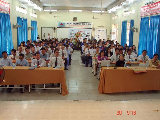 CBVC giáo viên và học sinh tham dự Lễ họp mặt chào mừng ngày Nhà giáo Việt Nam 20/11