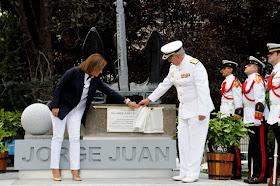 Monumento a Jorge Juan en los Jardines del Descubrimiento
