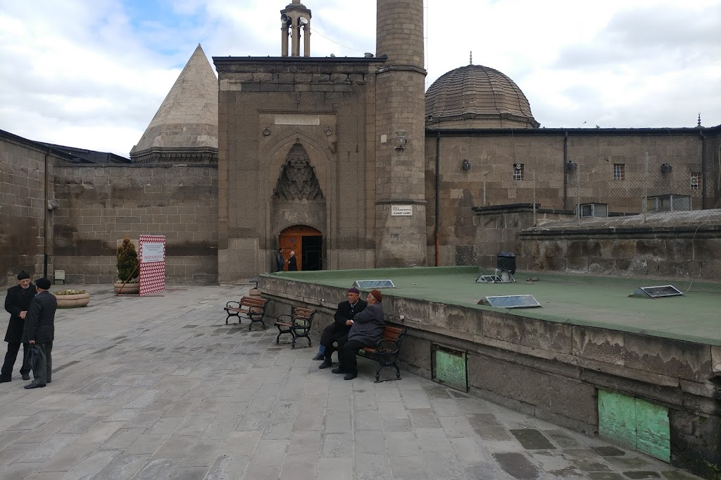 Hunat Hatun Camii ve Külliyesi