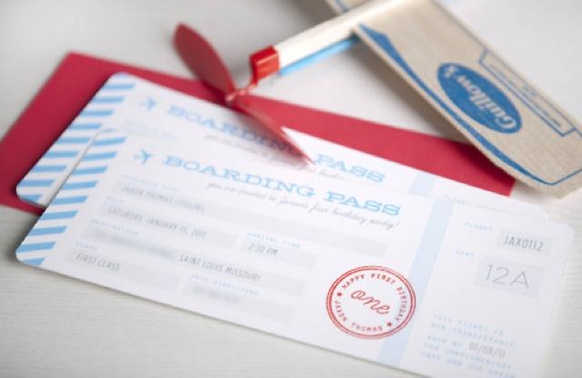 Invitaciones a fiesta infantil, como tarjetas de embarque