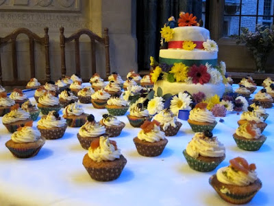 Cupcakes and wedding cake at Rhodes House for a wedding in Oxford England