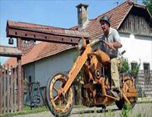 دراجة بخاية من الخشب