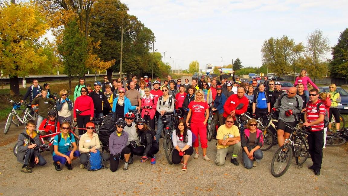 Na starcie trasy w Warce zebrało się 83 szwendaczkowych rowerzystów!