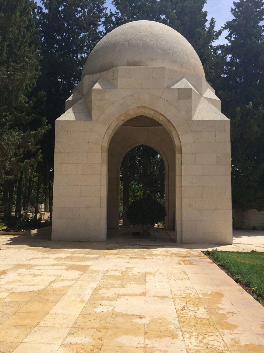 Principesa Moștenitoare și Principele Radu s-au recules la mormântul Regelui Hussein al Iordaniei