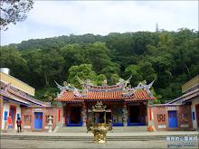 擁有翠綠山景的清水岩寺
