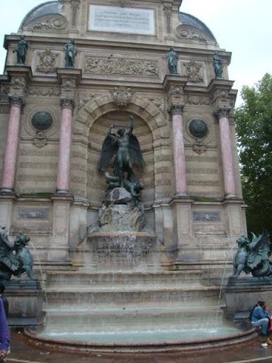 """Фонтанът на площад """"Сен Мишел"""""""