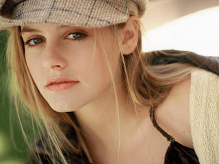 Alicia Silverstone Wonderful Hollywood Actress Wallpaper