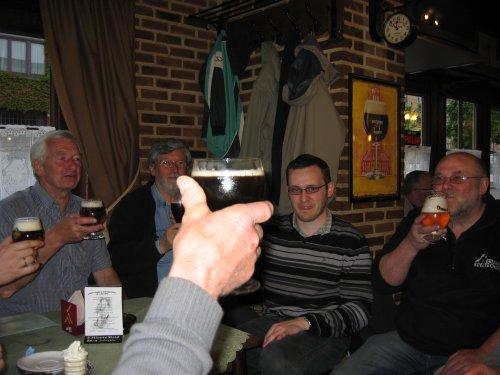 Na de wandeling werd de plaatselijke middenstand van Roosdaal ook even gesponsord.