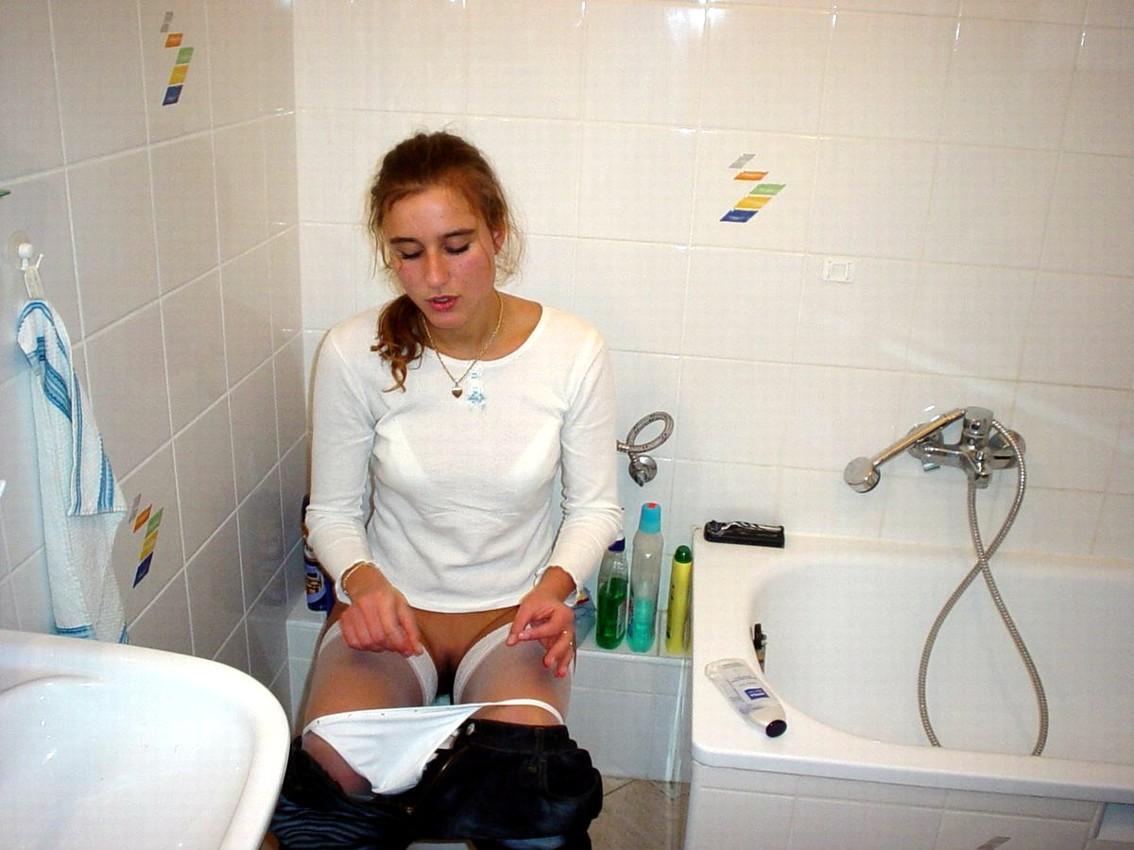Что делает девушка в туалете, Один день в женском туалете 21 фотография