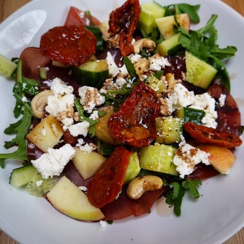 Good food and red shoes goats cheese and bresaola salad for Canape user manual