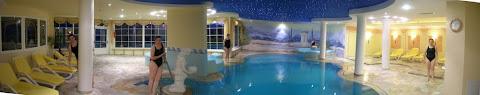 LA piscina interna dell'hotel Lagorai