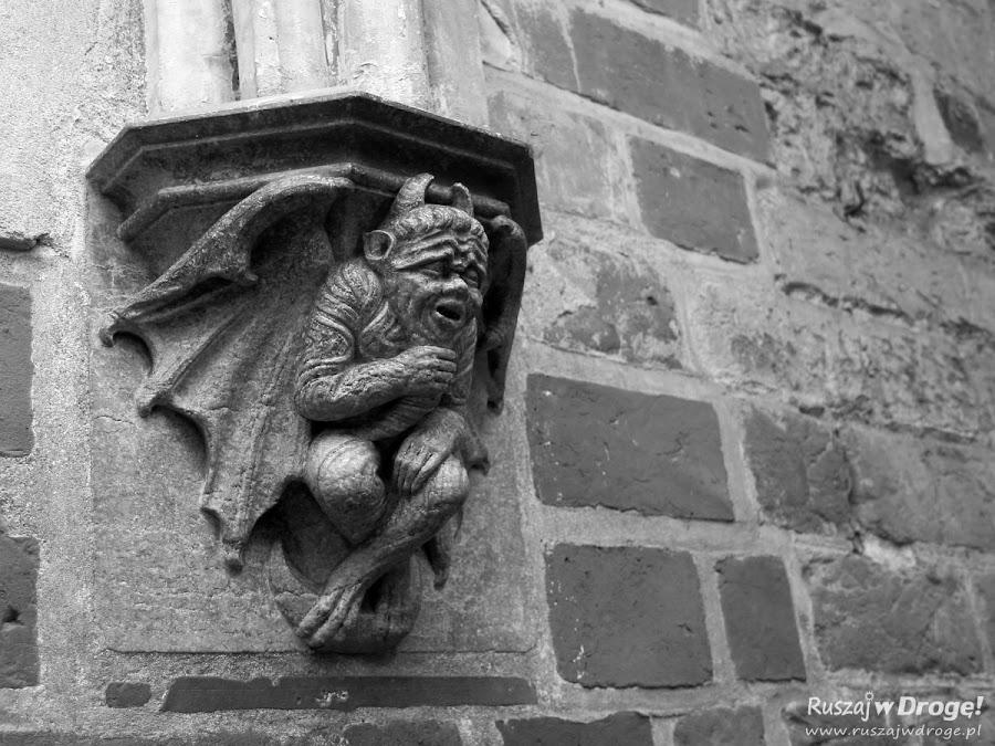 Nocne zwiedzanie zamku w Malborku - diabeł stróż