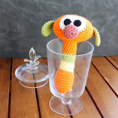 Not 2 late to craft: Sonall de ganxet d'en MIC / MIC crochet rattle - Serial Crocheteuses