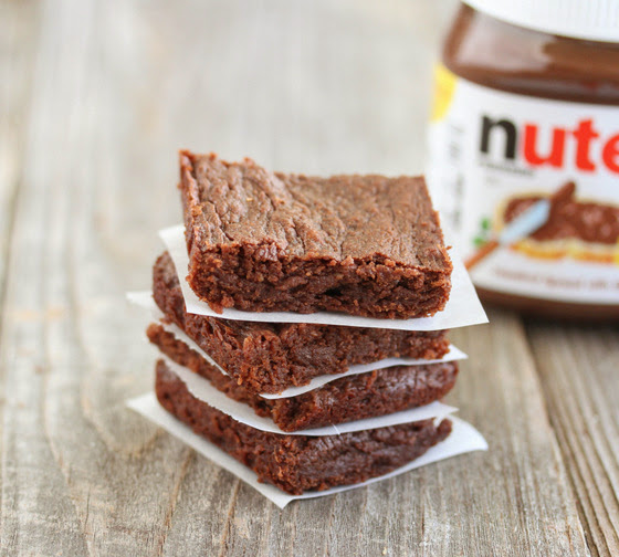 close-up photo of eggless nutella brownies