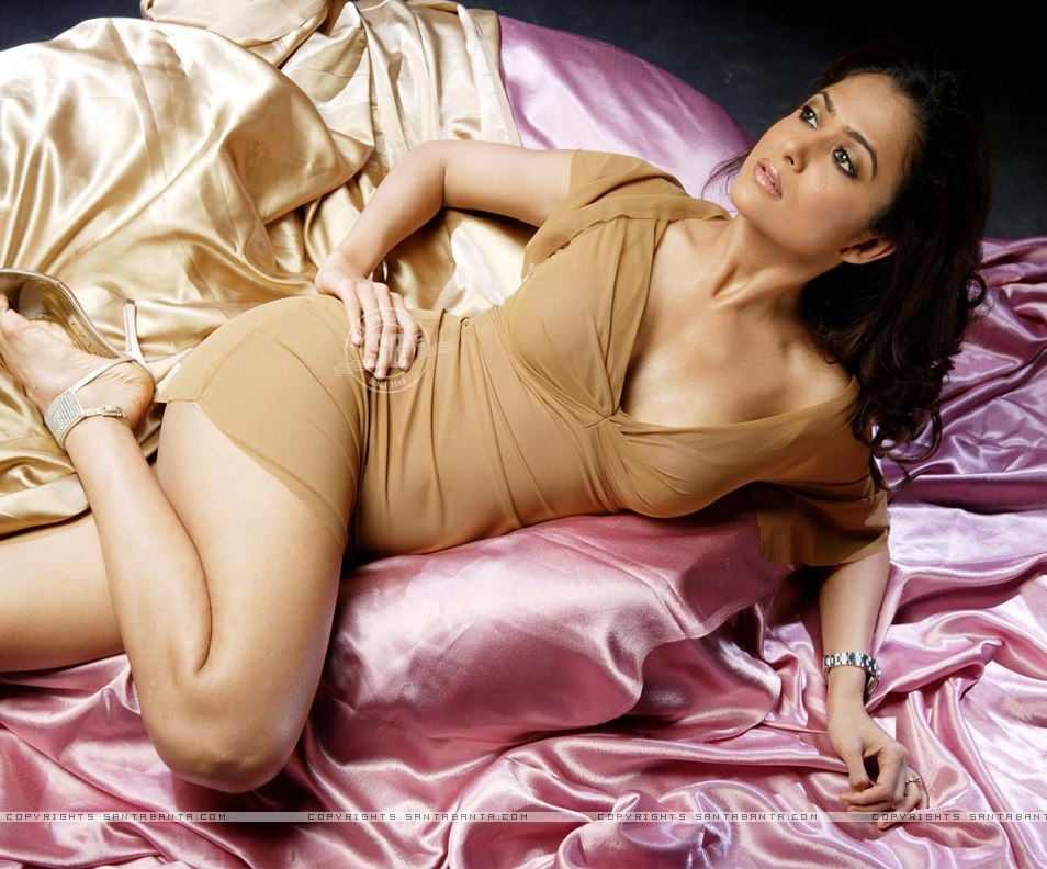 Порнографические фильмы смотреть голых женщин индия рту