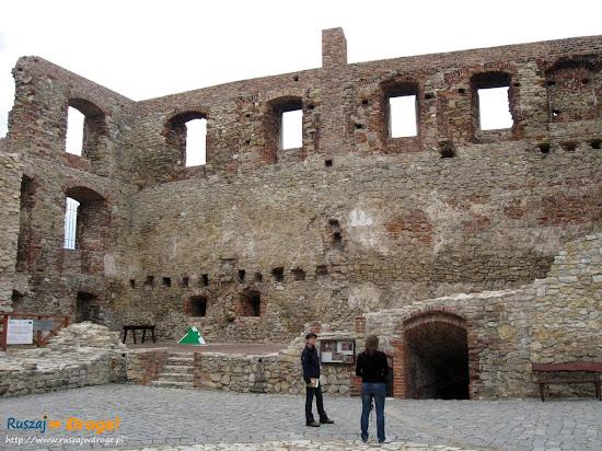 dziedziniec zamku Siewierz