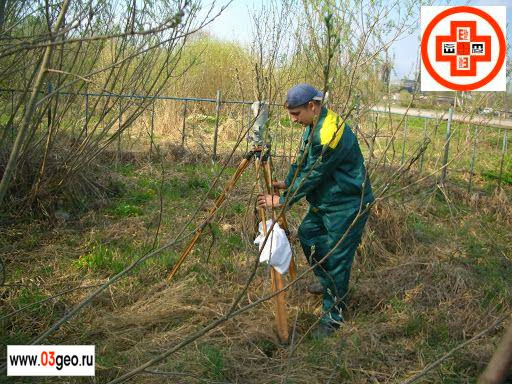 Фото осадки фундамента, средние расценки на геодезический мониторинг и что такое точное нивелирование смотрите на странице http://www.03geo.ru/prom_07