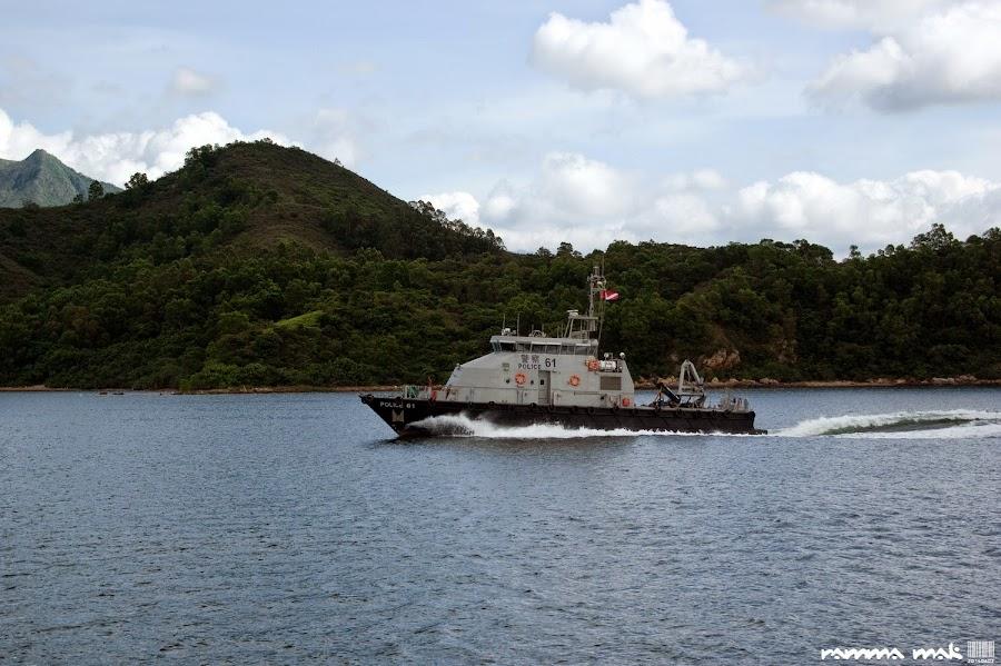 這艘水警輪的船尾浪讓我們玩了一次海盜船