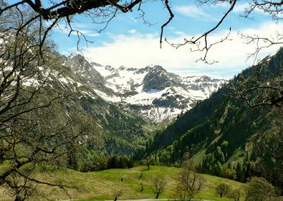 Blick von der Schwarzenberghütte ins Ostrachtal Hindelang Allgäu