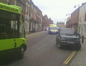 ambulance blocked by narrow impasse