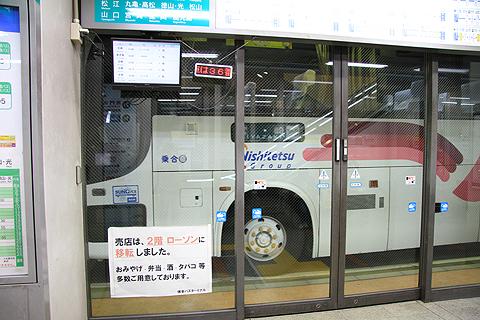 西鉄高速バス「フェニックス号」 9135 博多BT入線