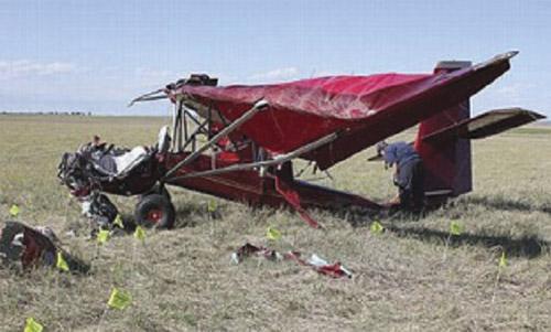 terbunuh kapal terbang buatan sendiri terhempas