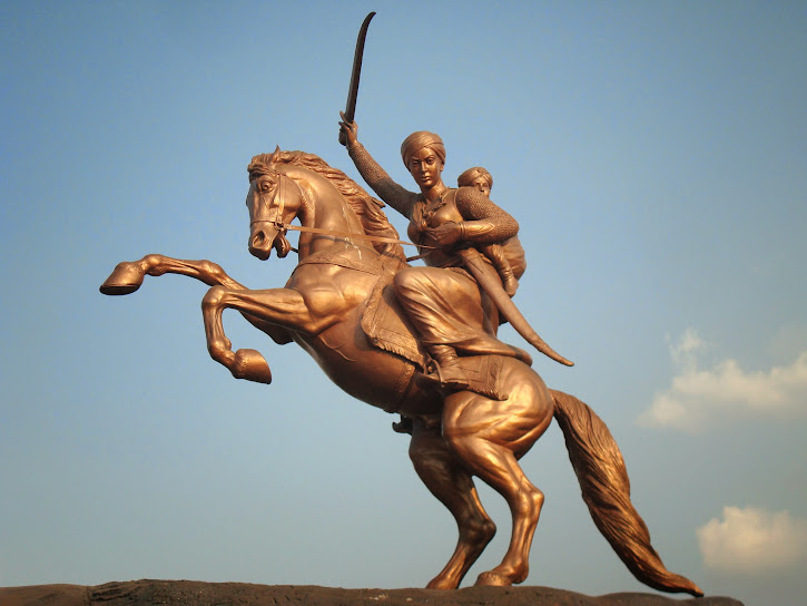 Laxmibai's Statue in, Solapur