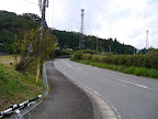 県道を渡ってまた登り。この右側に丹沢あんぱんの直営工場がある@@@512@@@385