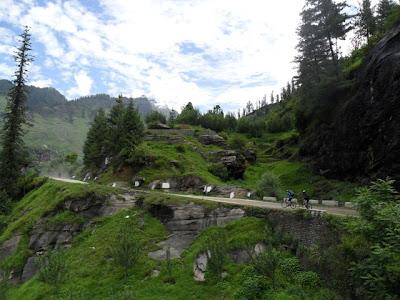 Manali to Kothi cycling - Uli and Venu