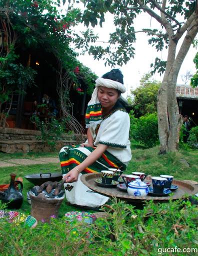 Biểu diễn Nghi thức cà phê Ethiopia lại Làng cà phê Trung Nguyên trong khuông khổ Lễ hội cà phê lần 3 - 2011