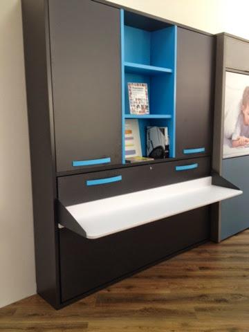 Cama con escritorio incorporado y puertas encima y for Mesas ordenador para espacios pequenos