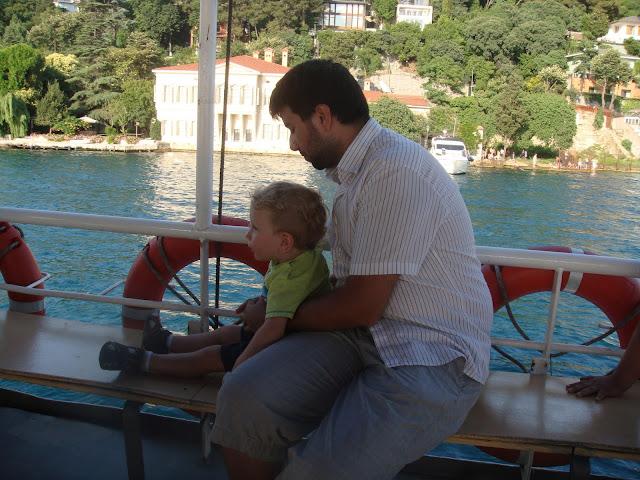 Tekneden yaylıları seyrederken