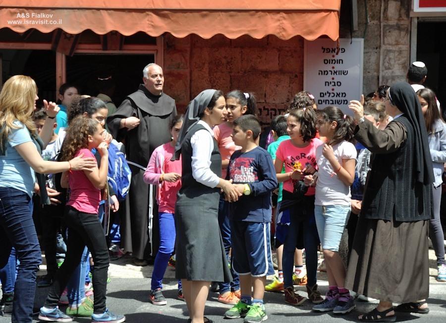 Христианские школы в Эйн Карем. Экскурсия монастыри в Иудейских горах. Гид по монастырям в Иудейских горах Светлана Фиалкова.