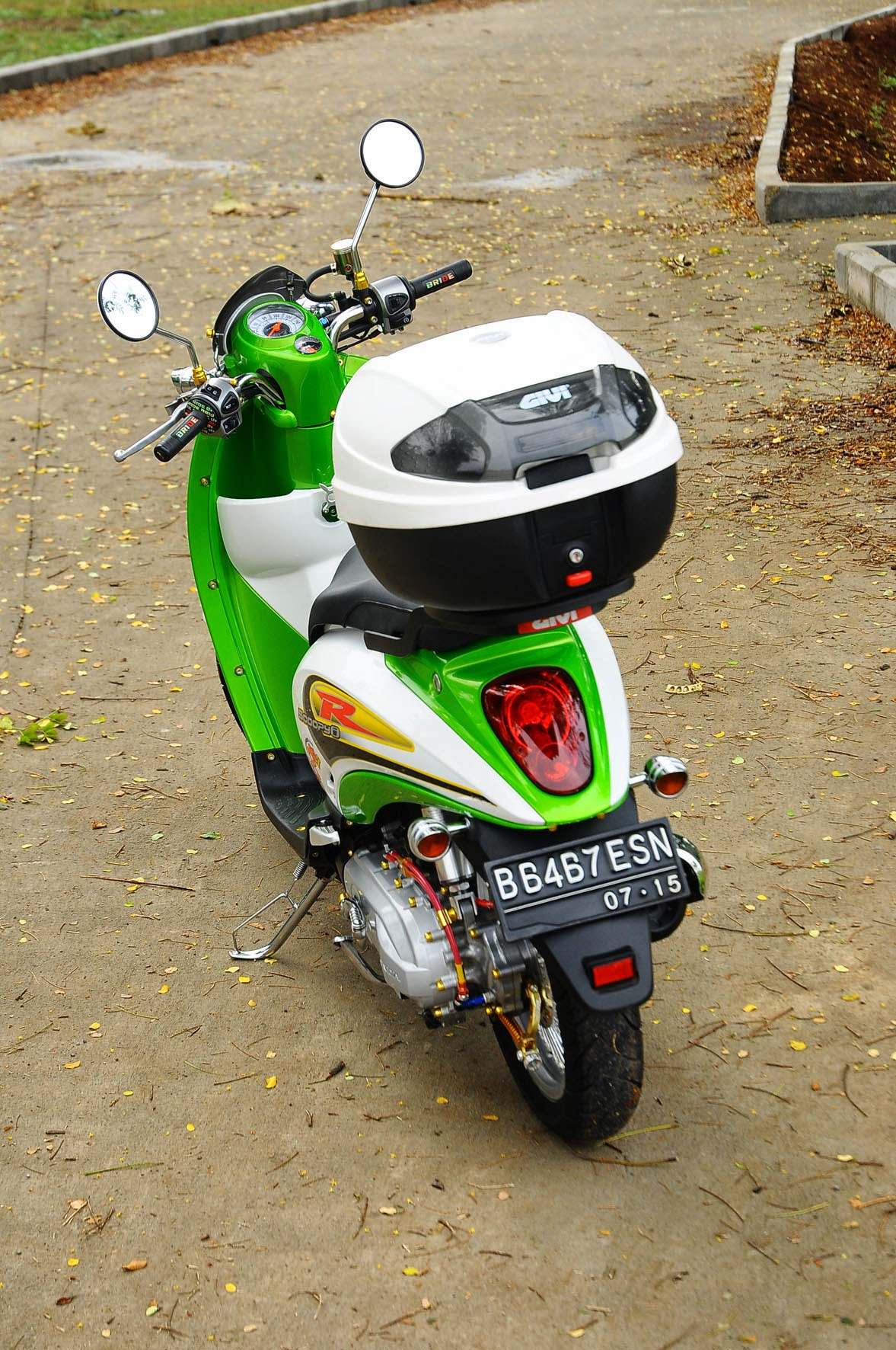 Modifikasi Scoopy Thai Look