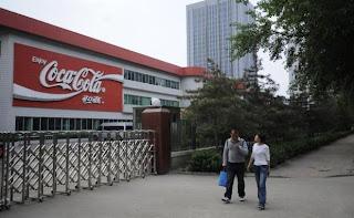Fábrica da Coca-Cola na China é fechada após detecção de CLORO em refrigerantes