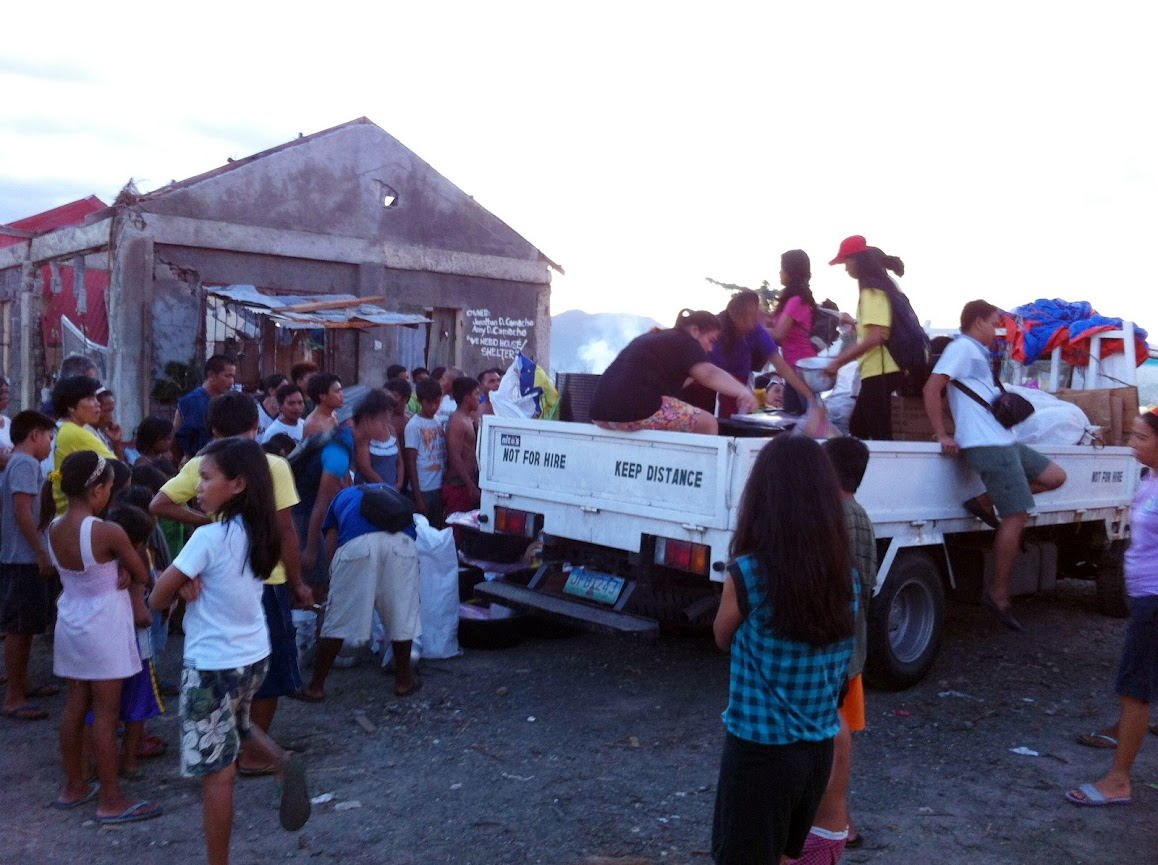 https://lh5.googleusercontent.com/-Pa9ANOwQ1J0/UtjqwLK9KvI/AAAAAAAADNc/16050kdE7h0/w1158-h865-no/san-jose-tacloban-relief-001.jpg