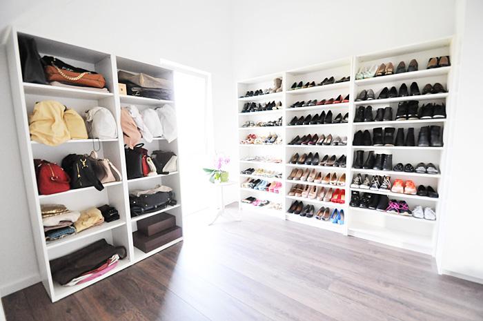 home ein etwas anderer begehbarer kleiderschrank mein schmink schuh taschenzimmer my. Black Bedroom Furniture Sets. Home Design Ideas