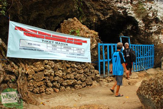 pungutan liar di kawasan gua cerme oleh penduduk gunungkidul