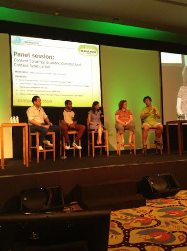 Brand Summit Asiaで、パネルに参加した時の様子。いつものように、緑が私。