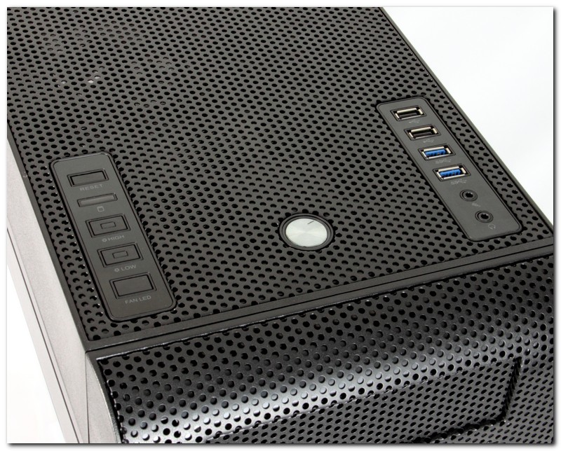 [XF]Thermaltake 新機殼 Core V71,美觀透明櫥窗與勁冷散熱設計
