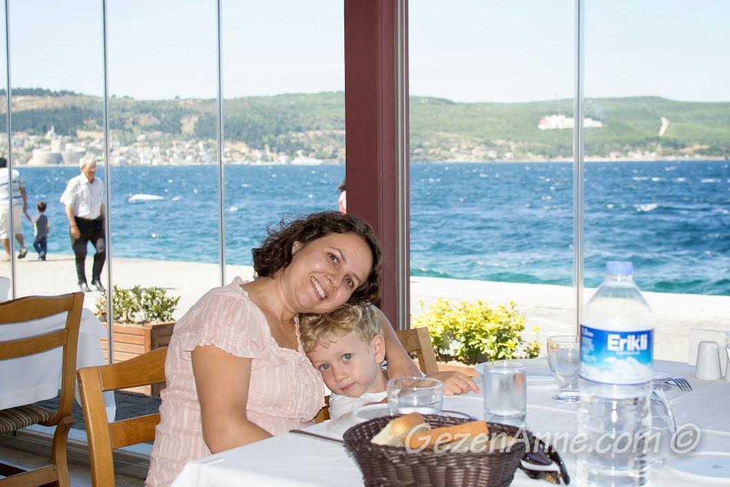 Çanakkale, Yalova Restoran'da yemek beklerken