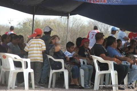 Público asistente a la jornada dominical de softbol del Club Sertoma