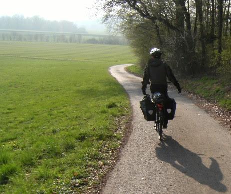 Sebastian auf dem Radweg an der Lahn kurz vor Marburg