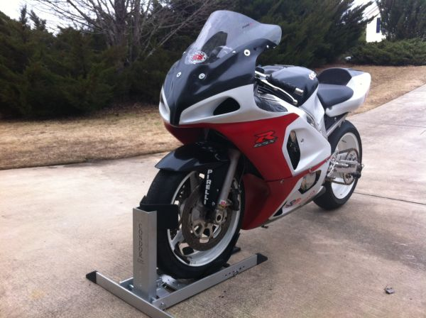 2001 gsxr 600 track sanding and painting. Black Bedroom Furniture Sets. Home Design Ideas
