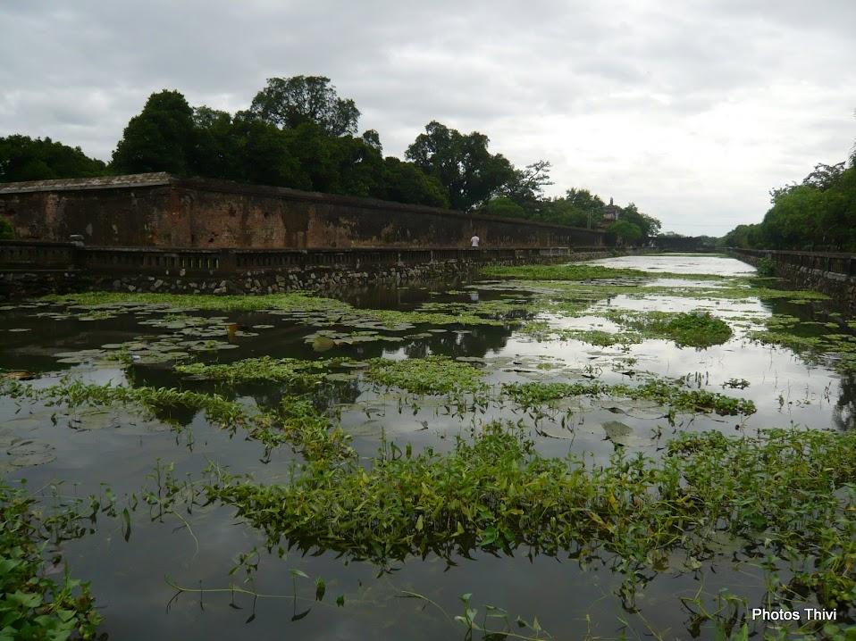 Remparts et douves de la ville royale, à l'intérieur de la citadelle