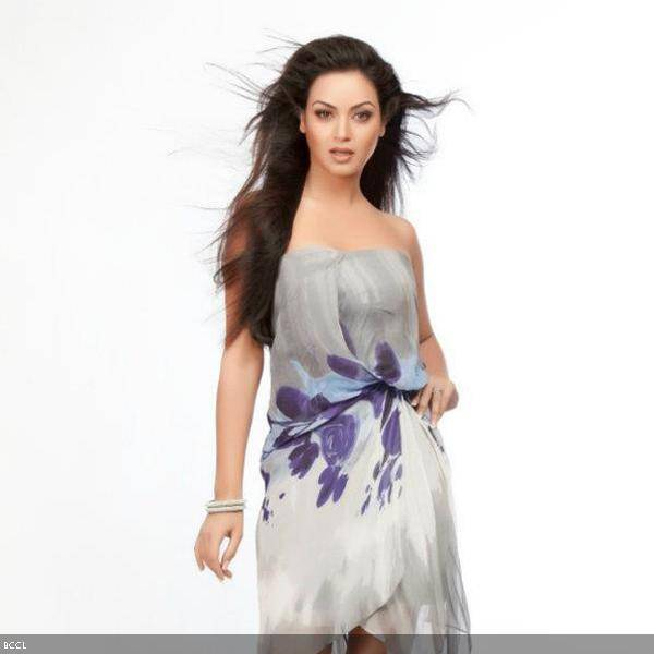 Maryam Zakaria looks gorgeous during a sizzling photoshoot.