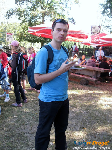 festyn w biskupinie - Maciej z chlebem ze smalcem