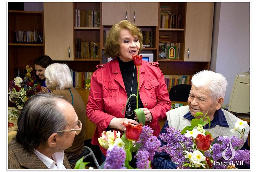Margareta Pâslaru, flori și zâmbete la centrul de vârstnici Speranța în întâmpinarea Floriilor, alături de Fundația Principesa Margareta a României